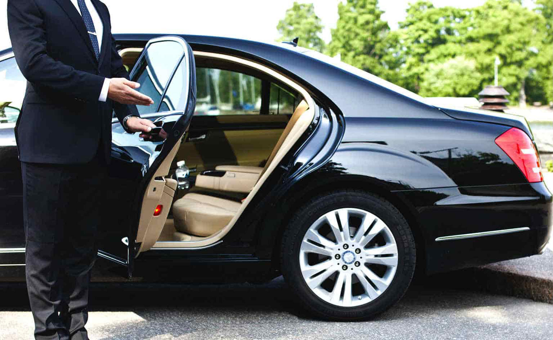Transporting Foreign Visitors In Limousines